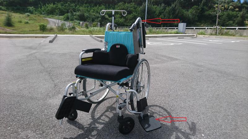 アームサポート・フットサポートを取り外してベッドから車いすへの移乗介助が楽に行えます。