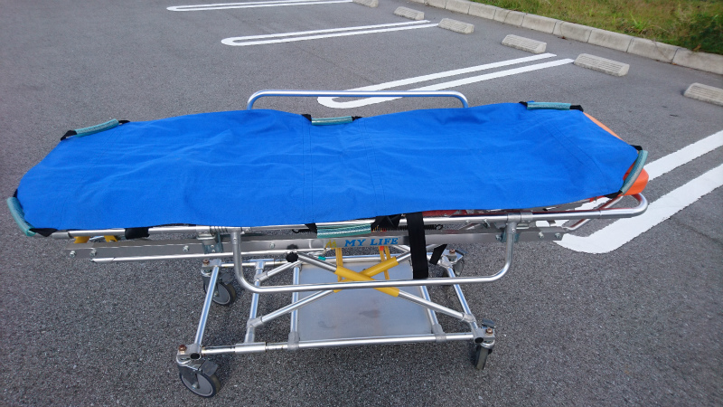 病院ベッドからストレッチャーへの移乗がラクに出来ます。