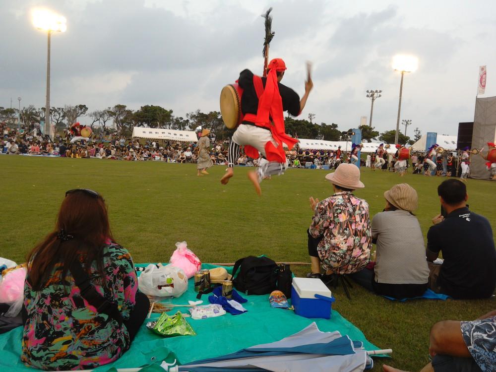 伝統行事エイサーは7月~9月が本番。各青年会の多種多様な踊りをご覧ください!