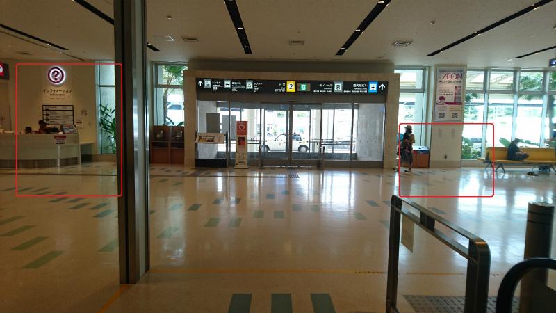 空港正面出入り口を入って直進15メートル・エスカレーター乗り場から振り返った画像。