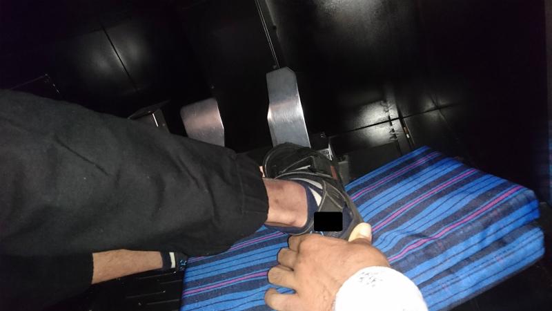 これでも左側に足先が寝てるけど。クッション挟んだことにより足先がペダルに届くようになった。