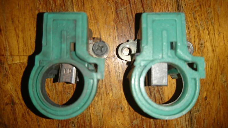 これがブラシ。左が使用していたもの、右がリビルトについていたもの。