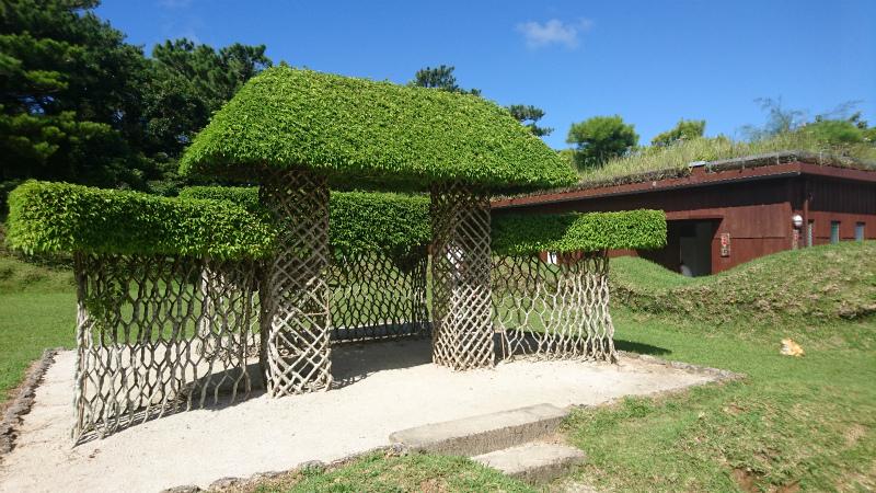 きれいな青空と緑の屋根が 安堵感を与えてくれます。