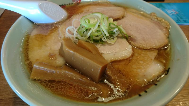 見事、チャーシュー醤油麺にありつけました。