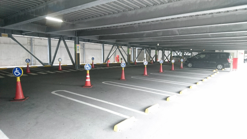 広大な収容スペースは夏場のピークともなると即・満車状態となります。