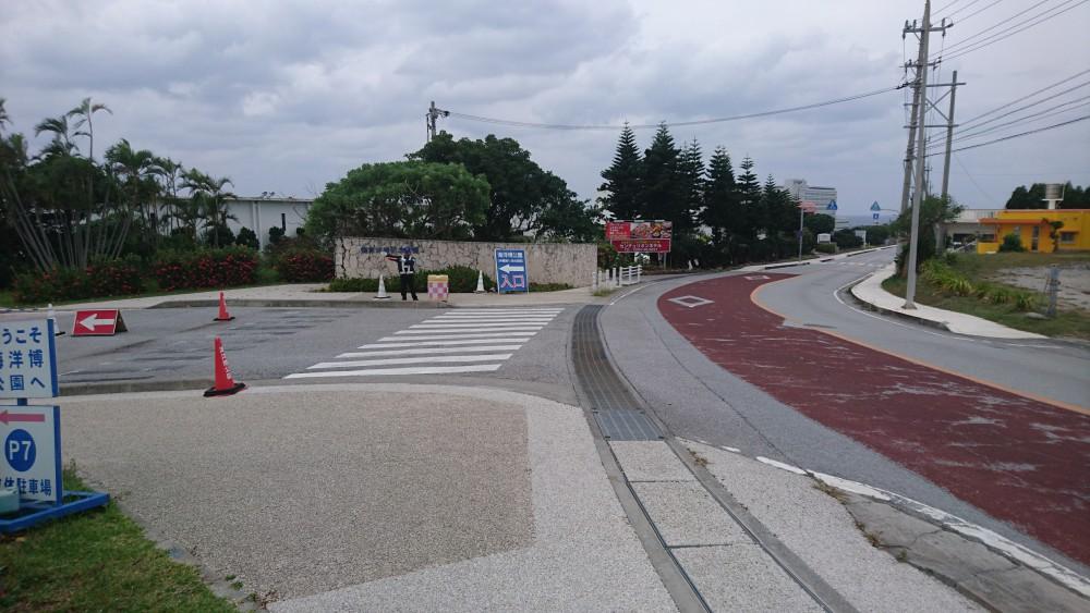 標識看板P7、北ゲートから移動困難者・介護タクシーは入園しましょう。