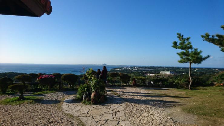 伊江島タッチューが見張らせる景色は素晴らしいでせう。