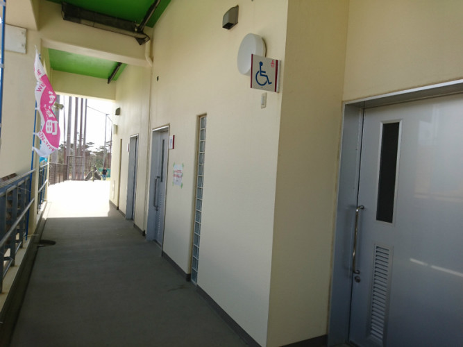 ユニバーサルトイレは2つ。健常者用とは別に設置されてます。