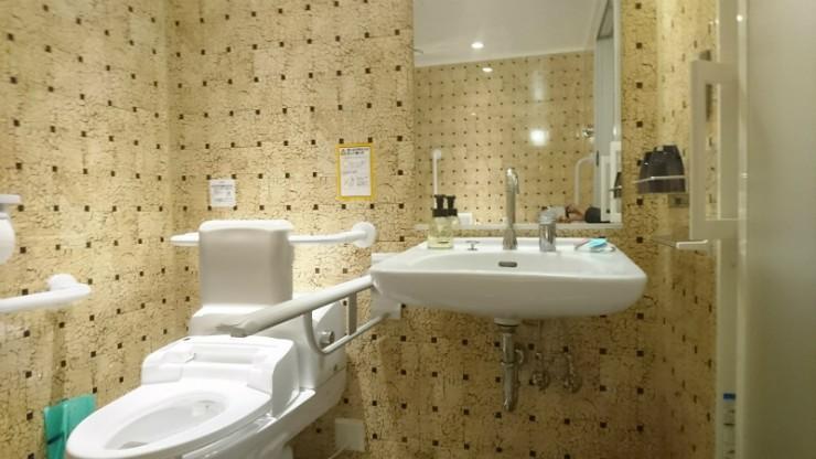 洗面台高さも車いすユーザーの動きを考慮して。