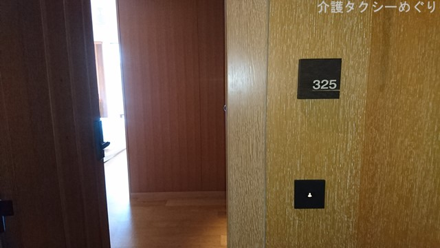 ホテルフロントと同じ階にあります。