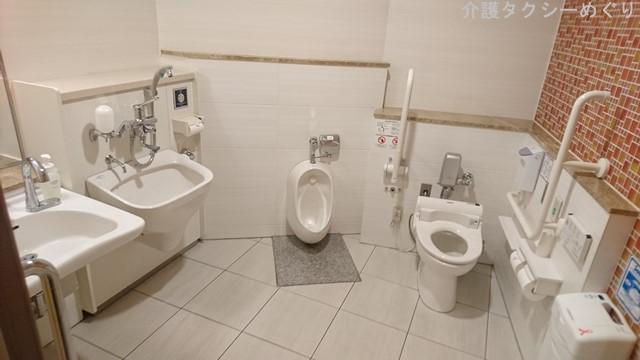 幼児・オストメイト(人口肛門使用者)・車いすユーザー・妊婦に配慮されたトイレ。
