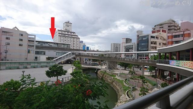 赤・矢印部がゆいレール牧志駅です。