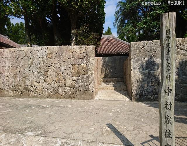 琉球石灰岩の外壁を備えている屋敷=上層・農家であるという目安にもなります。