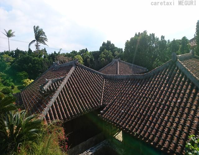小高い所から屋敷外観を見渡せるように外周に通路が設けられています。