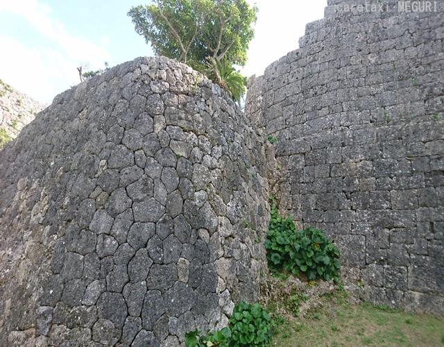 左側が「あいかた積み」 右側が「布積み」と呼ばれている外壁施工法