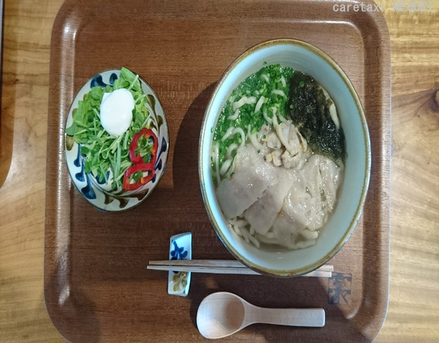 バリアフリースタジオカフェ・「みやんち」の沖縄そば御膳