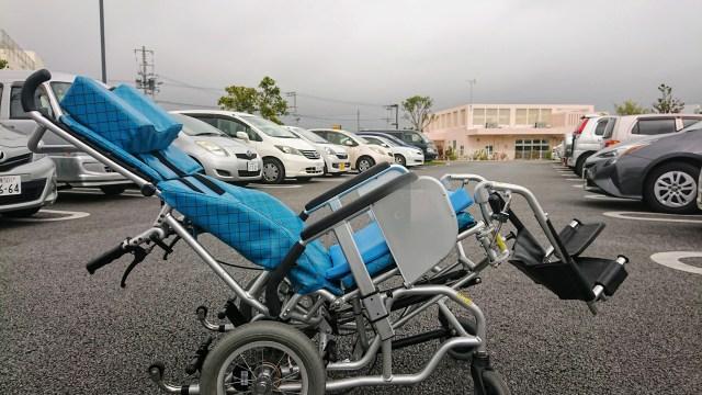 寝たきり状態の障がい者高齢者へ快適ポジションを演出するチィルト式リクライニング車椅子