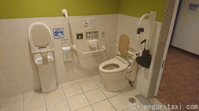 オリオンハッピーパーク内・多目的トイレ内
