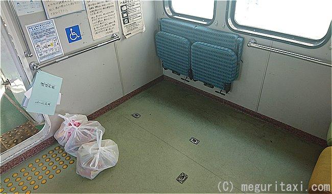高速船ニューくだかⅢ・車いす専用席と跳ね上げ式シート