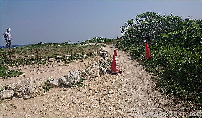 ハビャーン岬入り口の凸凹道