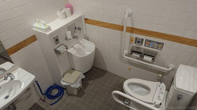 やんばる3村観光連携拠点施設 バリアフリートイレ