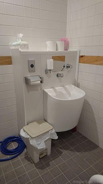 やんばる3村観光連携拠点施設 オストメイト対応トイレ