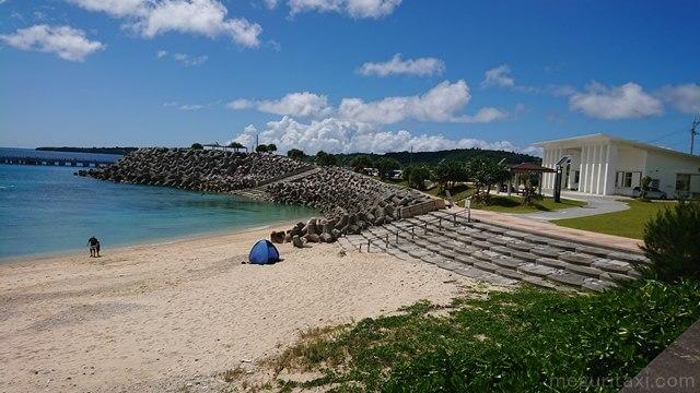 本部港近くゴリラチョップ海水浴場