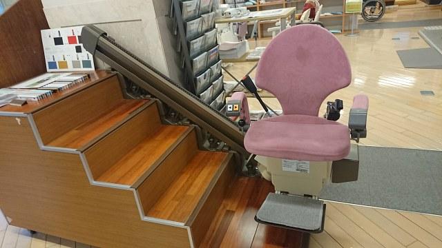 レール(いす)式階段昇降機