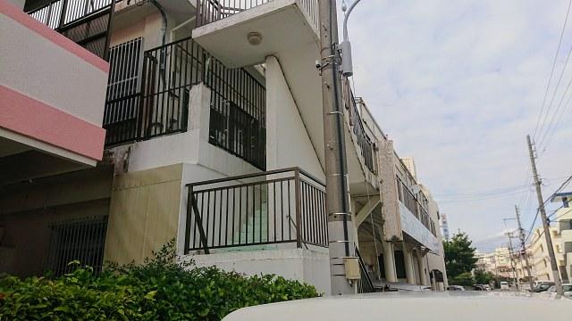 1階店舗・2階住宅のせまい階段